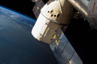 Dragon успешно отстыковался от МКС и впервые ожидает приводнения в темное время суток