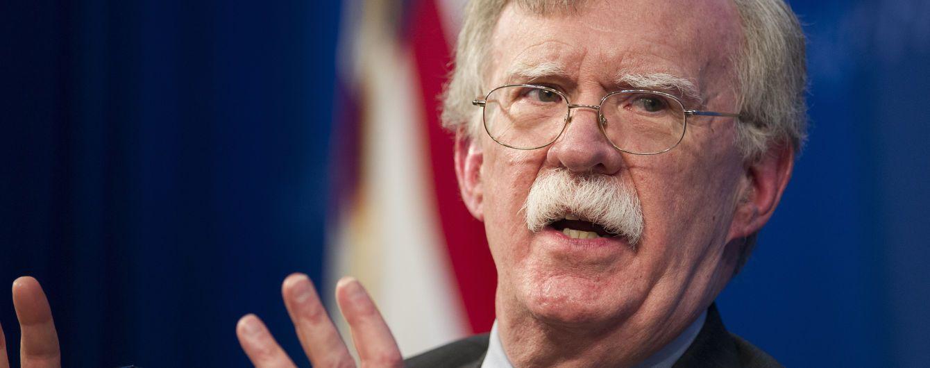 Болтон пригрозив КНДР збереженням санкцій через ракетні випробування