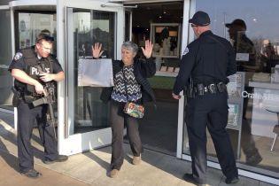 В американском торговом центре произошла стрельба: покупателей эвакуировали, есть раненые