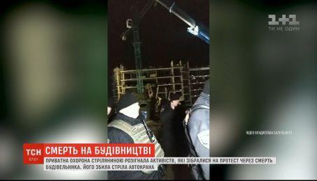 На пляжі в Одесі автокран на смерть збив будівельника