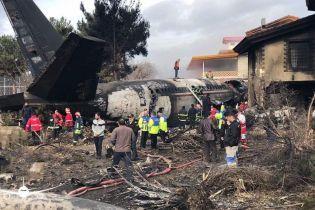 В Ірані розбився вантажний літак, на борту якого перебувало 16 осіб