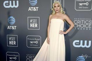 У білій сукні зі шлейфом: Леді Гага вразила ніжним образом на церемонії Critics' Choice Awards-2019