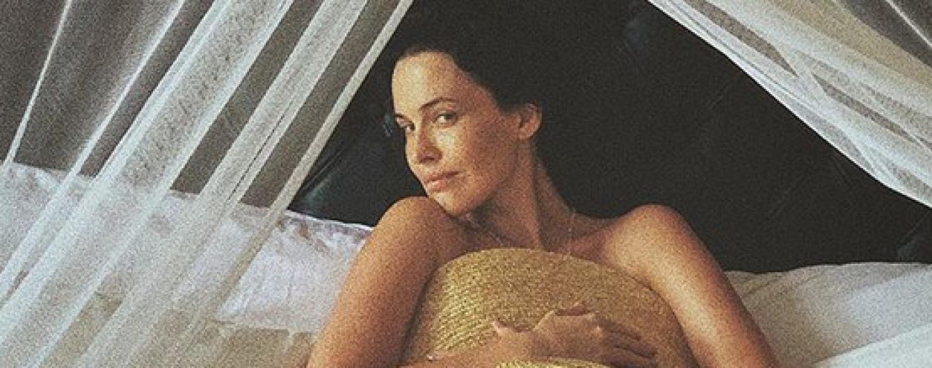 Горячая штучка: обнаженная Даша Астафьева позировала в постели