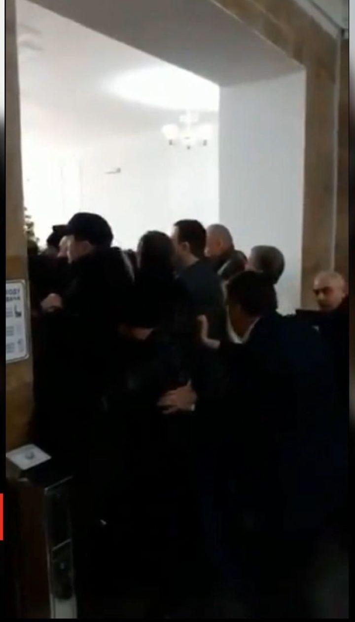 Сторонники Амосовой штурмуют университет имени Богомольца - Супрун
