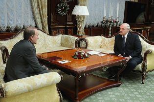 """Лукашенко обсудил с Медведчуком """"братские народы"""" и """"недоразумение"""" на Донбассе"""