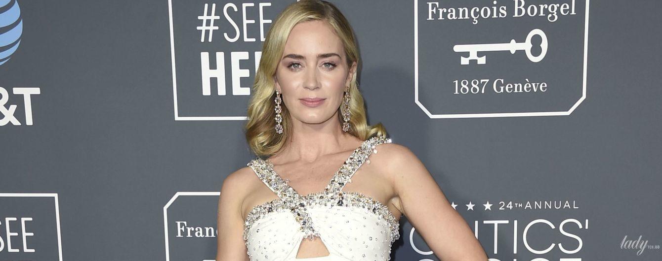 Тоже в белом: Эмили Блант в платье Prada приехала на церемонию Critics' Choice Awards-2019
