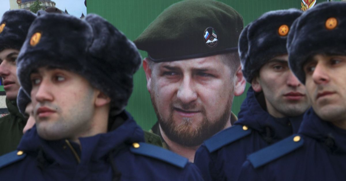 """Катування у """"секретній в'язниці"""" та двоє загиблих: активісти заявляють про нові переслідування геїв у Чечні"""