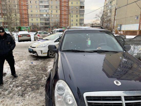 У Києві невідомі обстріляли автомобіль працівників штабу Гриценка