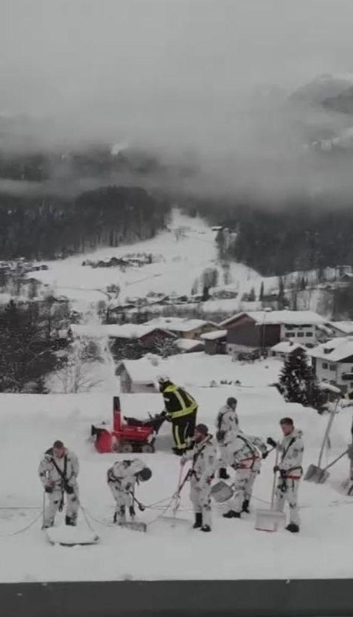 На півдні Німеччини снігова лавина завалила готель, потерпілих немає