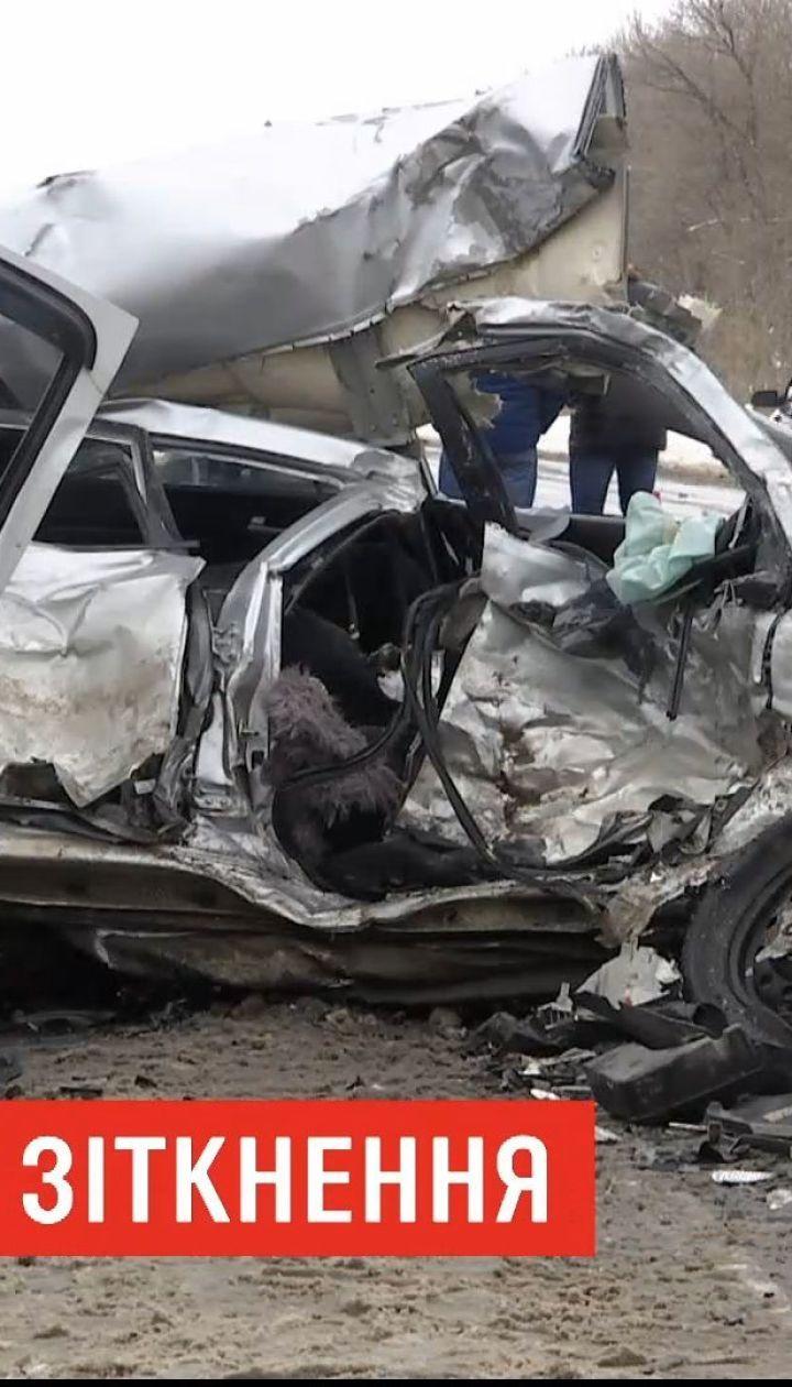 Четыре человека погибли в результате столкновения микроавтобуса и легковушки в Харьковской области
