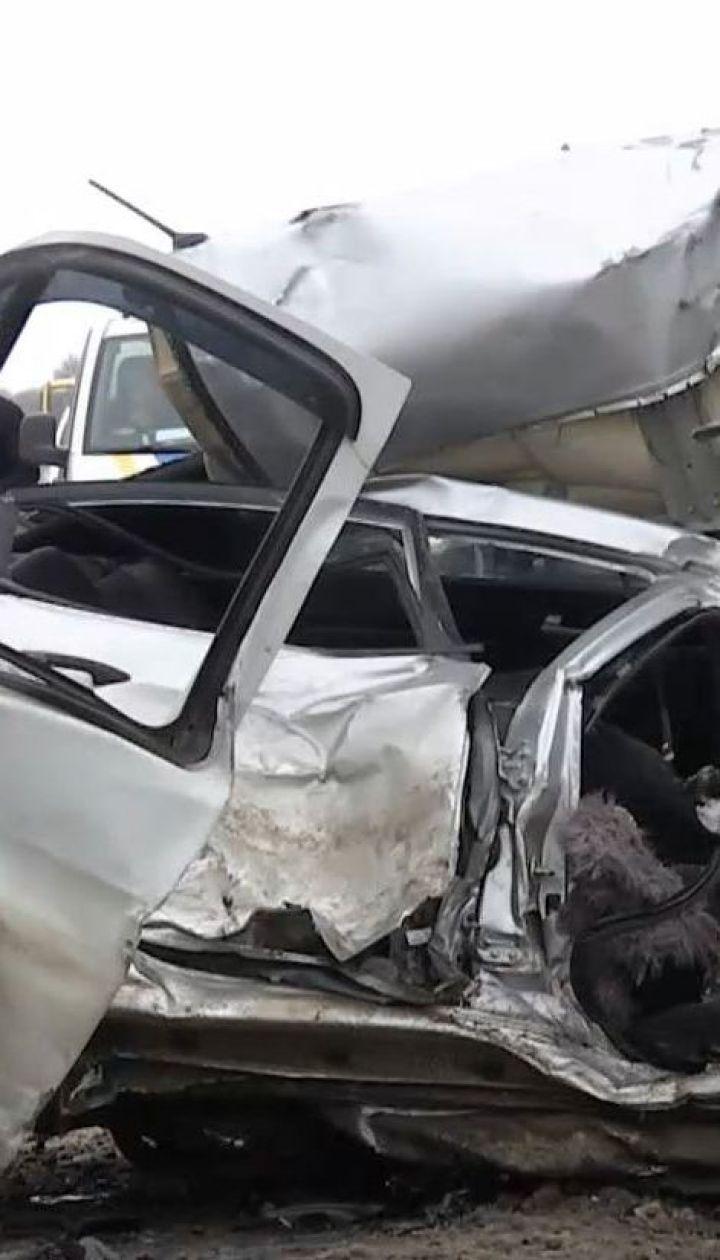 Четверо людей загинули внаслідок зіткнення мікроавтобуса і легковика на Харківщині