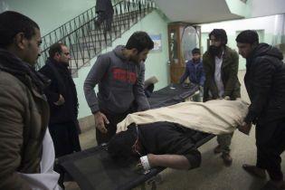 В Кабуле в результате мощного взрыва погибли и пострадали почти 100 человек, среди них – свыше 20 детей
