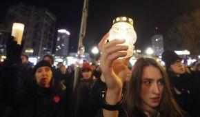 """""""Стоп ненависть"""". У Польщі тисячі людей вшановують пам'ять загиблого мера Гданська"""