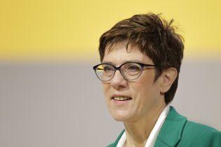 """Наступниця Меркель розкритикувала погрози посла США запровадити санкції через """"Північний потік-2"""""""