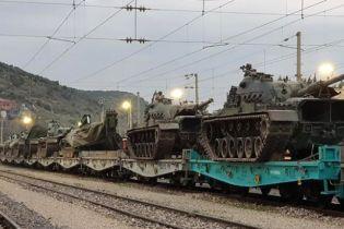 Турция перебрасывает к сирийской границе танки, несмотря на призывы Трампа - СМИ