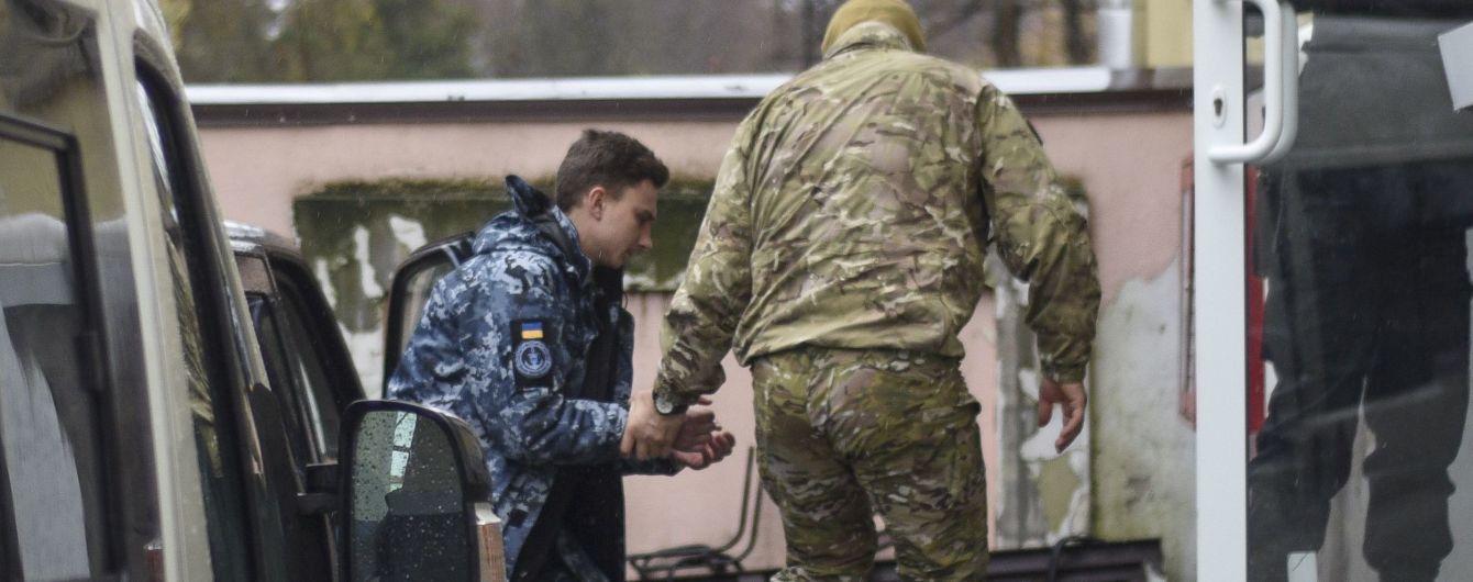 В Москве суд оставил захваченных возле Керченского пролива моряков под арестом