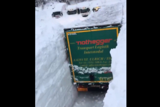 Снежная катастрофа в Австрии. Ролик с завалами выше фур шокировал Сеть