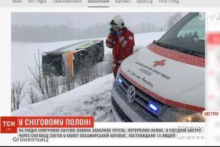 В Австрії через снігопад злетів у кювет пасажирський автобус, постраждали 13 людей