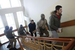 Остаточні звинувачення в РФ висунули вже 13 полоненим українським морякам