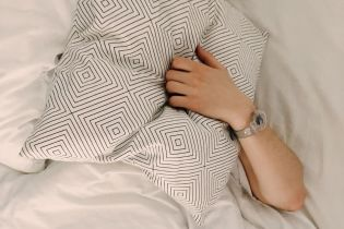 Вчені визначили, до якої небезпечної хвороби призводить нестача сну