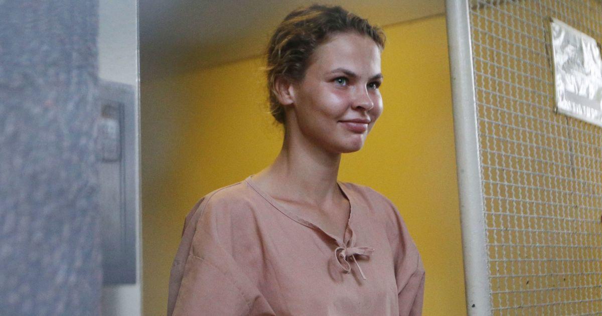 """Скандальна Рибка розповіла, що їй чиновники РФ пропонують """"великі гроші"""" за особисту зустріч"""