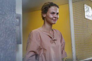 """Скандальная Рыбка рассказала, что ей чиновники РФ предлагают """"большие деньги"""" за личную встречу"""