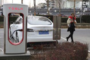 Электрокары Tesla начнут заряжаться на четверть быстрее