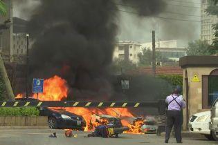 У столиці Кенії сталися вибух та стрілянина: горять кілька автомобілів