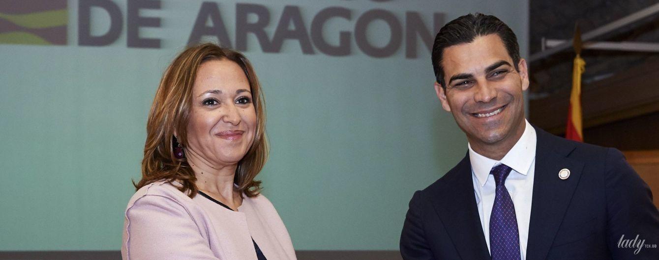 У чорній сукні і пудровому кардигані: діловий образ радника по культурі уряду Арагону