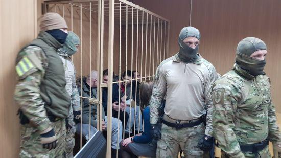 Російський суд залишив під арештом ще чотирьох українських військовополонених моряків