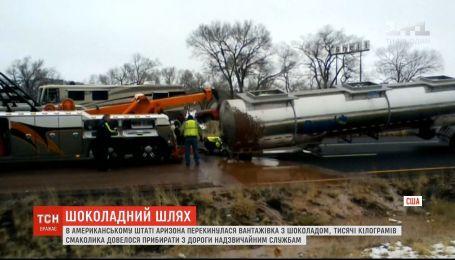 Солодка дорога: у США перекинулася вантажівка, що перевозила 18 тонн рідкого шоколаду