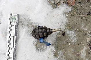 В Івано-Франківську на території медуніверситету знайшли гранату