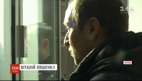Мужчину, который выбросил своего 5-летнего сына из окна, суд отпустил под домашний арест
