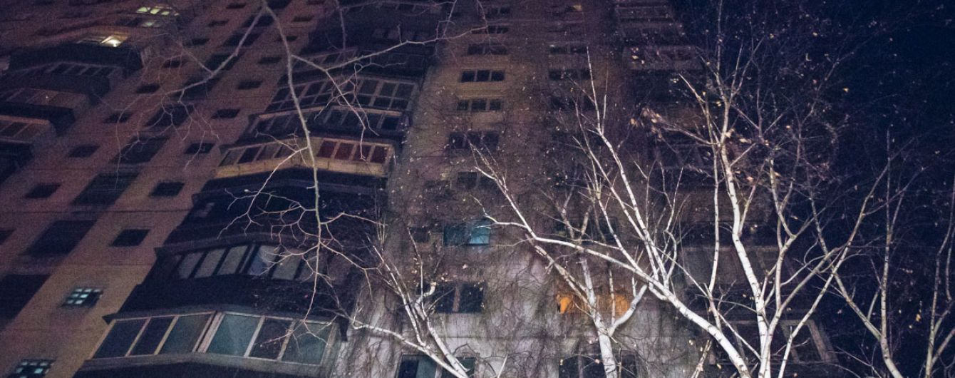 В Луцке 15-летние девочки выпали из окна многоэтажки: одной из них посчастливилось выжить