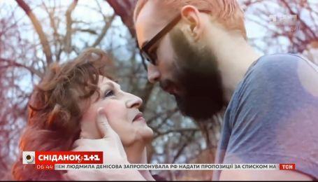 Кохання з різницею у 53 роки: як 71-річна американка вийшла заміж за 17-річного хлопця