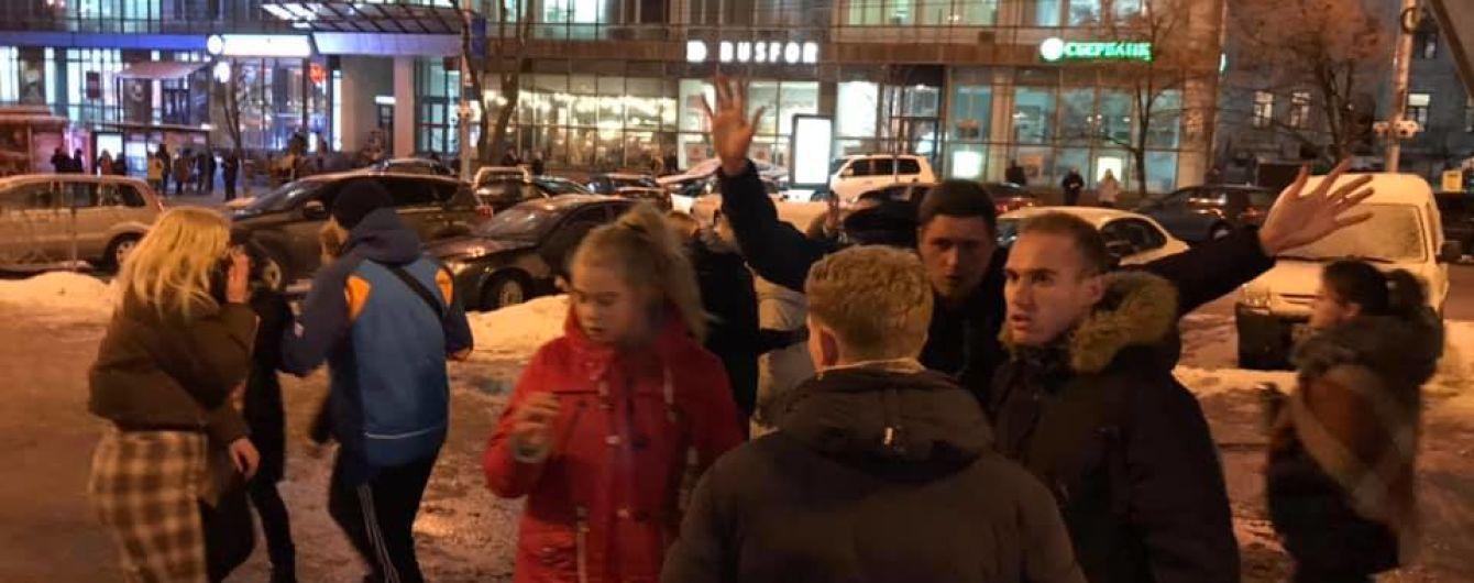 В центре Киева свора подростков зверски избила мужчину