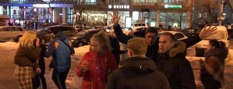 У центрі Києва зграя підлітків по-звірячому побила чоловіка