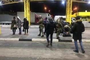 На кордоні з Польщею затримали торговців людьми під час спроби вивезення жінок