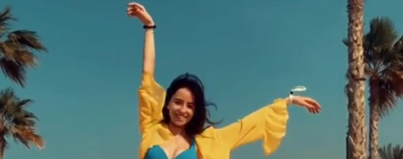 В купальнике и тунике: Надя Дорофеева показала сексуальную фигуру