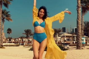У купальнику і туніці: Надя Дорофєєва показала сексуальну фігуру
