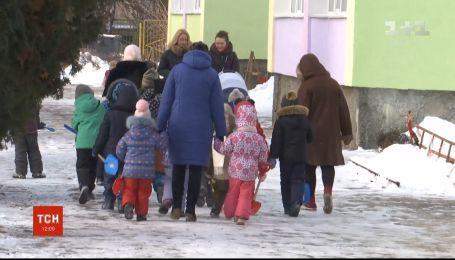 Воспитательница в Житомире снимала с детей золотые украшения и сдавала их в ломбард