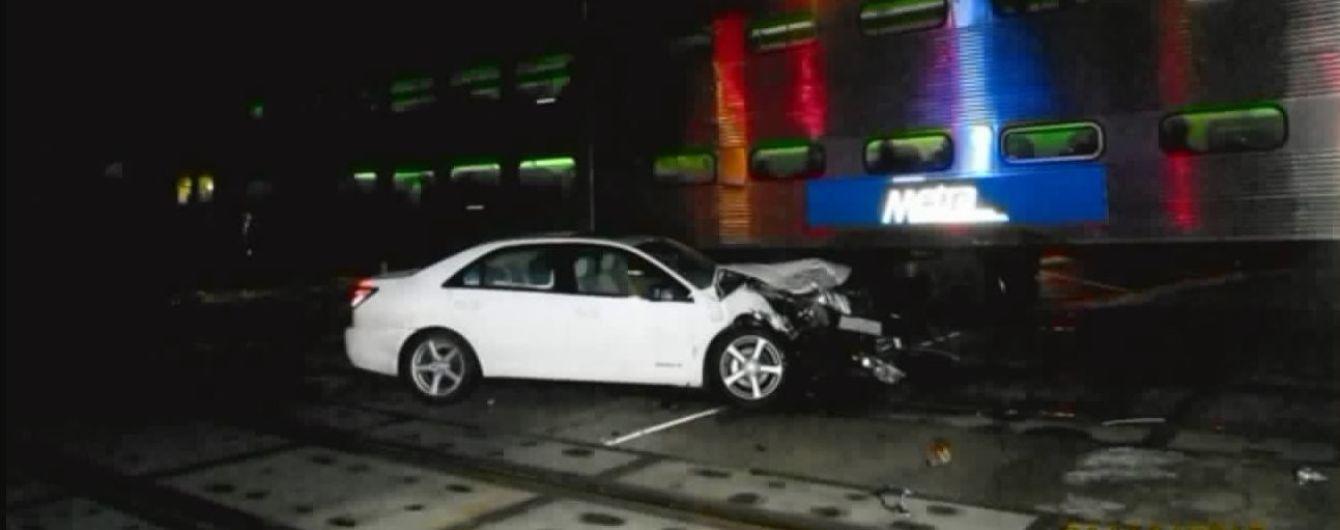 В США 96-летняя женщина на Lincoln устроила аварию с поездом
