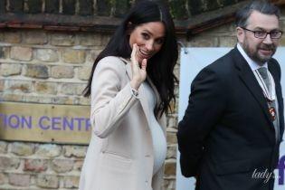 Стильно и бюджетно: герцогиня Сассекская посетила благотворительную организацию в платье за 35 долларов