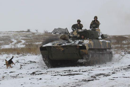Терористи обстріляли українські позиції 12 разів, боєць ООС поранений