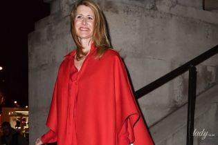 Total red look: эффектная Лора Дерн на показе Valentino в Париже