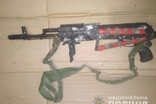 На Киевщине мужчина стрелял из автомата в сторону своего соперника из ревности