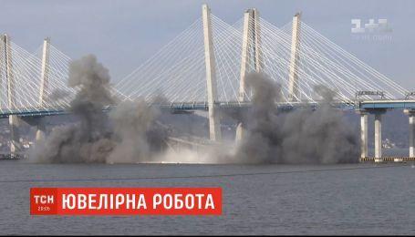 В Нью-Йорке подорвали старый мост с помощью контролируемого взрыва
