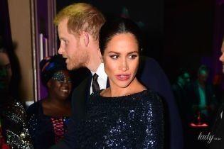 Блистает в дорогом платье и снова поддерживает руками живот: герцогиня Сассекская приехала в Альберт-Холл