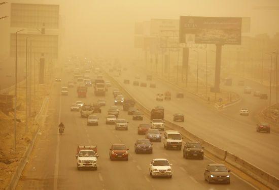 Піщана буря накрила столицю Єгипту і перетворила усе на червоне