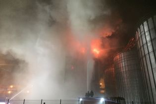 Под Львовом на заводе крупного украинского производителя подсолнечного масла произошел сильный пожар